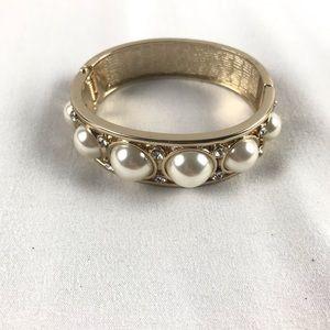 💕White House Black Market Gold Pearl Bracelet